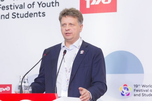 Министр транспорта на фестивале молодежи и студентов в Сочи