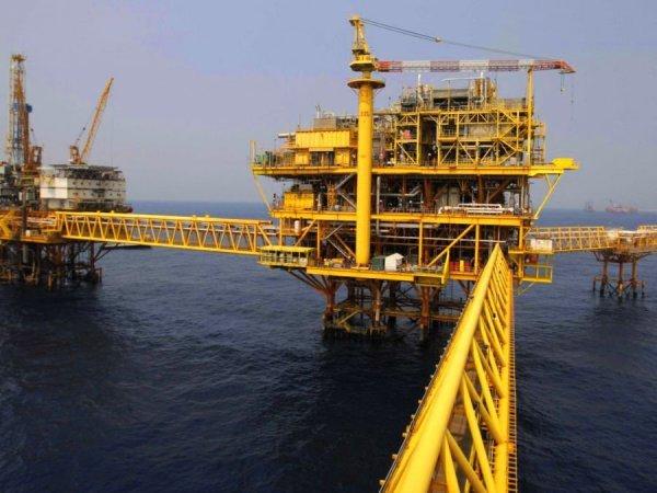 Нефть дорожает иторгуется выше 65 долларов