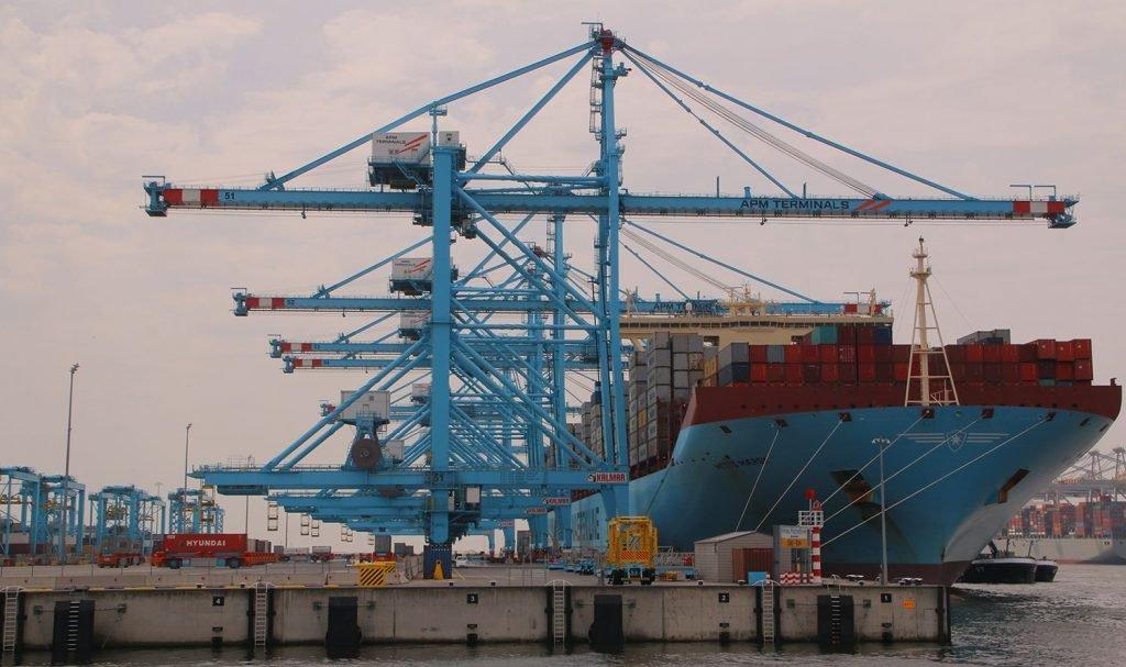 Роттердам увеличил контейнерооборот