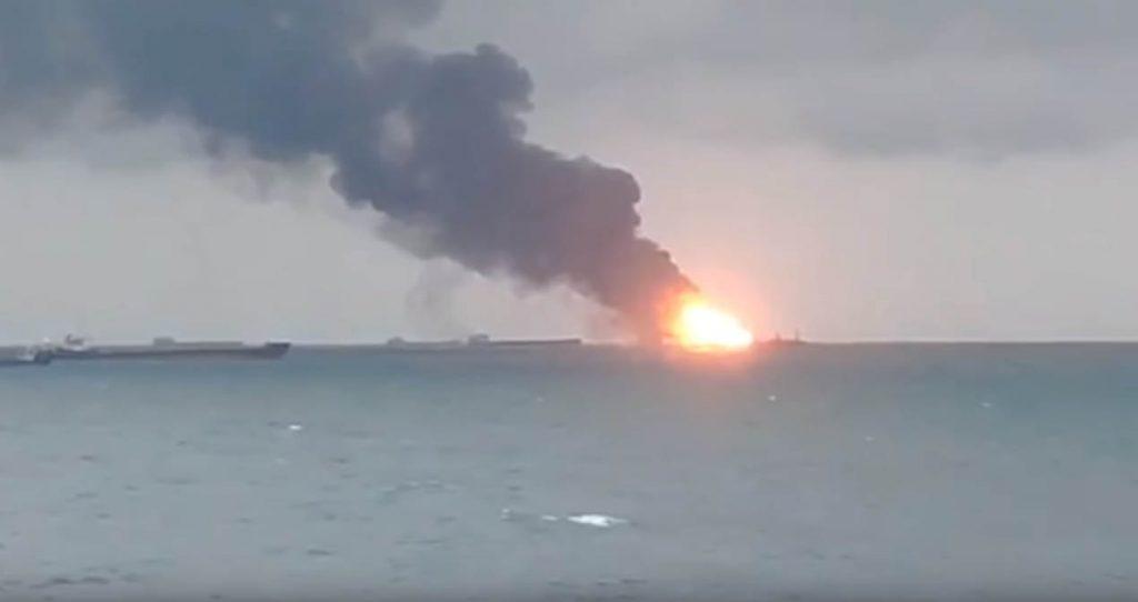 Пожар на двух судах в Керченском проливе