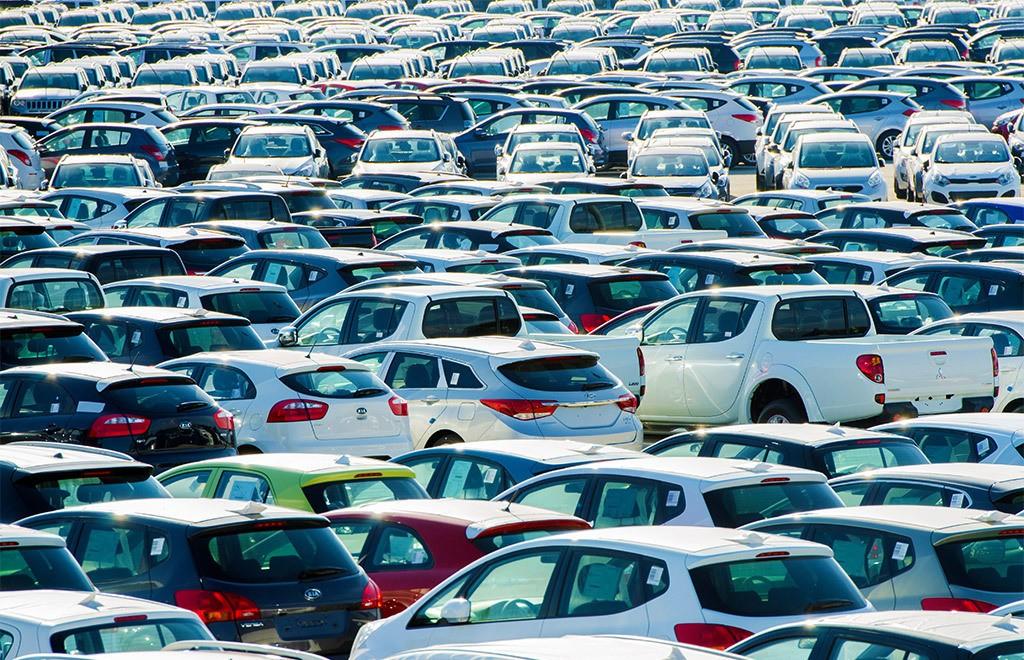 Продажи автомобилей пока удерживают показатель 100 тысяч