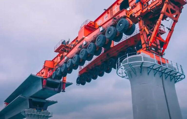 Гигантская машина для строительства мостов